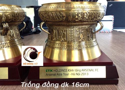 Qùa tặng FC ASENAL sang thăm Việt nam