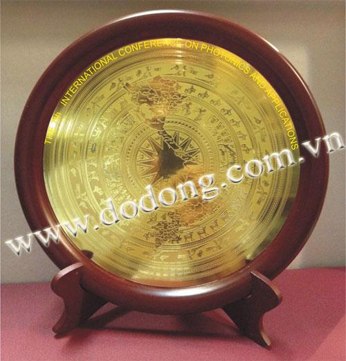 Qùa tặng đĩa đồng ăn mòn hình chữ s việt nam,viền gỗ - hộp đựng tiêu chuẩn