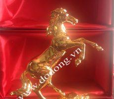 Ngựa mạ vàng – quà tặng sếp phong thủy