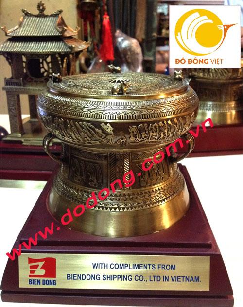 Qùa tặng văn hóa Việt nam là biểu tượng trống đồng