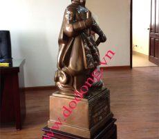Tượng Trần Quốc Tuấn bằng đồng – quà tặng phong thủy