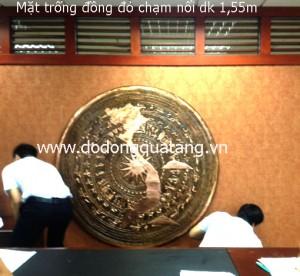 Mặt trống đồng đỏ chạm hình chữ S trang trí dk 1,55m – Đồ đồng