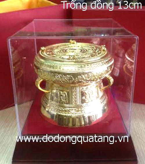 Bộ trống đồng mạ vàng đk 13cm gồm: trống,đế gỗ,hộp mica,hộp lót lụa, mác lời tặng