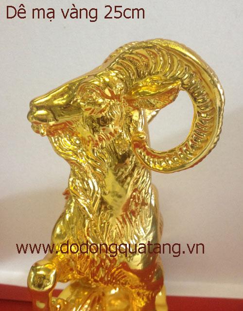 Toàn bộ tượng dê được mạ lớp vàng 24k cao cấp sang trọng