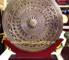 Biểu trưng mặt trống đồng đúc 23cm – quà tặng đồng gỗ