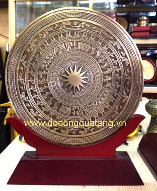 Biểu trưng mặt trống đồng đúc 23cm – quà tặng đồng gỗ0