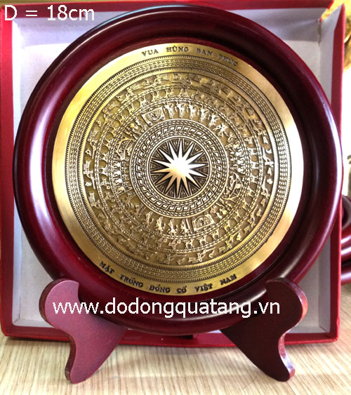 Biểu trưng mặt trống đồng cổ VN d 18cm