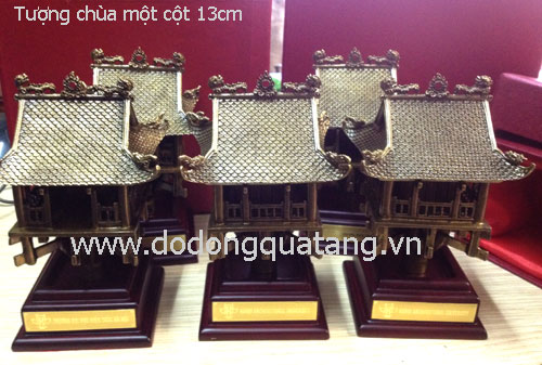 Sản phẩm chùa một cột đuc đồng cao 13cm, đế 2,5cm, hộp đựng tiêu chuẩn