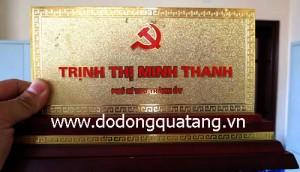Biển chức danh gỗ đồng mạ vàng để bàn giám đốc – đồ đồng quà tặng
