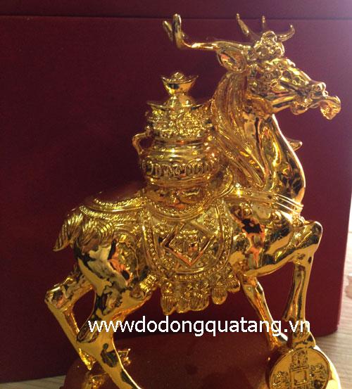 Tượng tuần lộc trên lưng cõng hũ tiền vàng, biểu tượng tài lộc dồi dào,may mắn