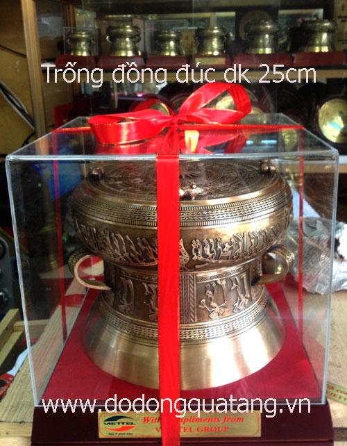 Qùa tặng trống đồng đúc đk 25cm,tang trống 23cm, đế gỗ 6cm, hộp mica,lời tặng miễn phí