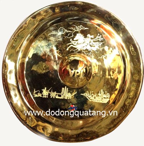 Đồ đồng quà tặng chuyên sx các mẫu chiêng đồng theo yêu cầu,khắc lời tặng,logo
