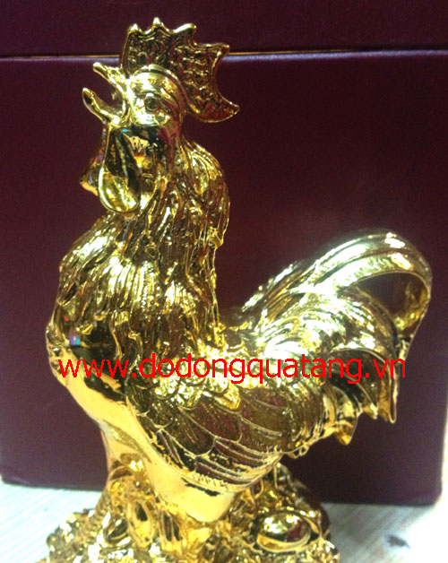 Tượng gà được đúc đồng nguyên chất,mạ vàng để bàn