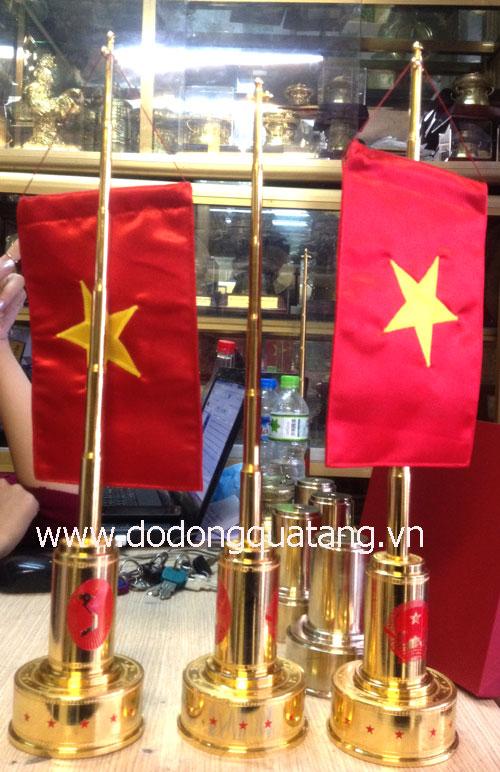 Bộ cột cờ đồng mạ vàng 24k để bàn làm việc sếp sang trọng,quà tặng đối tác ý nghĩa