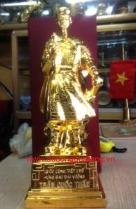 Trần quốc tuấn đồng đỏ mạ vàng cao 38cm – quà tặng mạ vàng