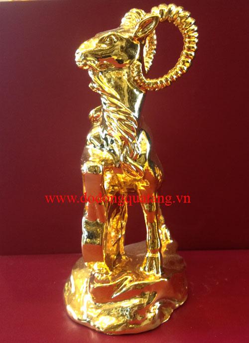 Đúc tượng dê đồng mạ vàng làm quà biếu tặng