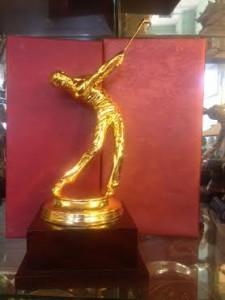 Tượng người đánh golf mạ vàng 30cm  – Đồ đồng việt