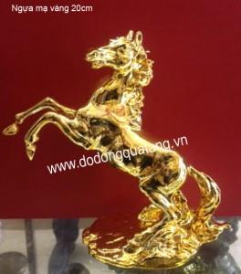 Linh vật ngựa đồng mạ vàng các mẫu đẹp
