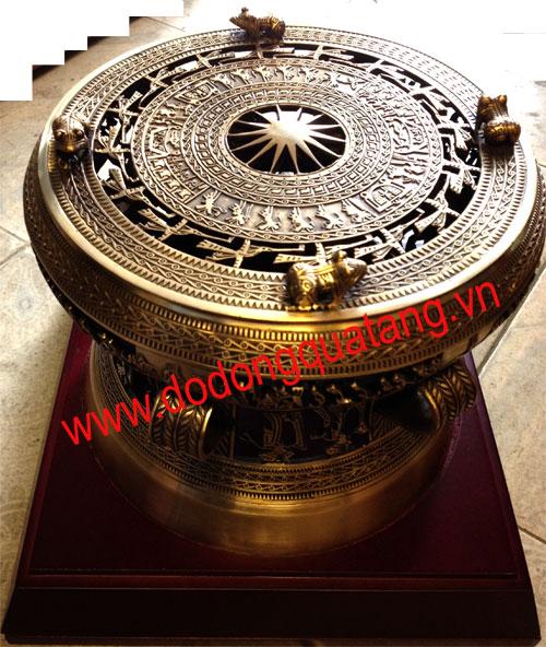 Trống đồng đúc dk 20cm gắn đế gỗ làm đèn trống đồng,đèn trang trí