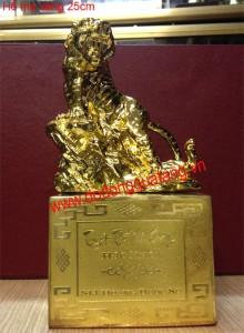 Linh vật hổ mạ vàng,tượng hổ đồng dát vàng,cúp hổ đồng