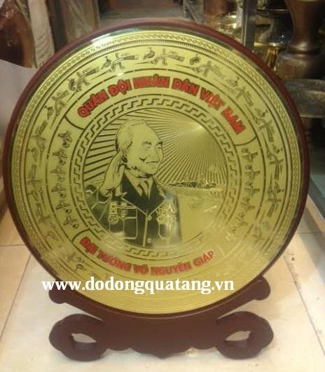 Đĩa đồng khắc hình đại tướng,đĩa lưu niệm0