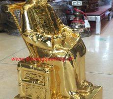 Tượng Bác ngồi đọc báo mạ vàng cao 28cm