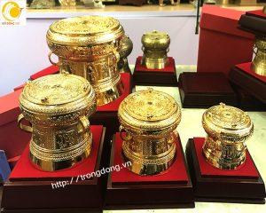 Những phiên bản trống đồng nhỏ mạ vàng dk từ 10cm đến 30cm