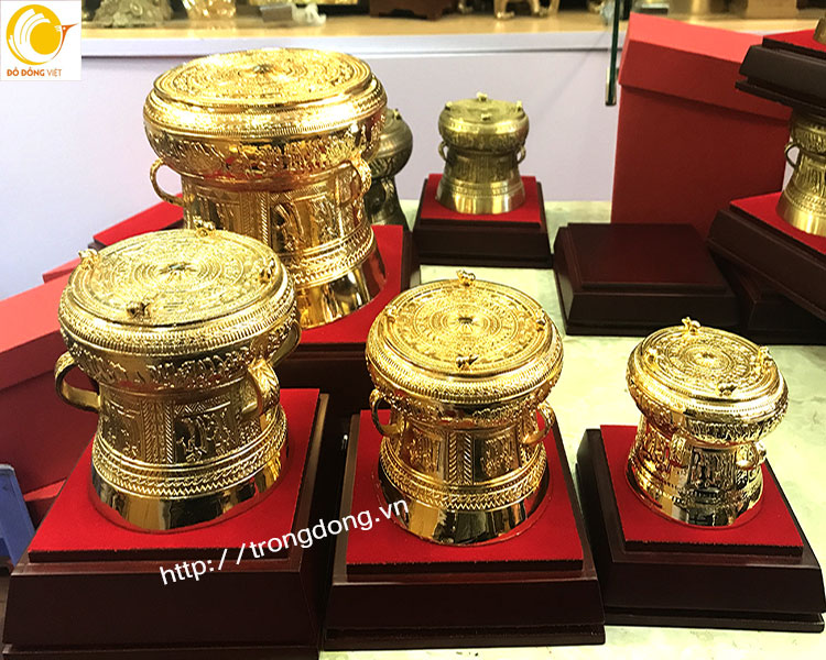 Những phiên bản trống đồng nhỏ mạ vàng dk từ 10cm đến 30cm0