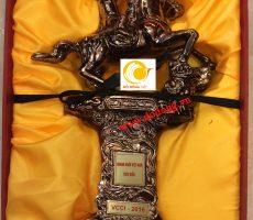 Cúp thánh gióng tặng Doanh nhân Việt nam tiêu biểu năm 2016