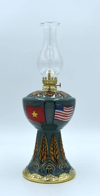 Qùa tặng đèn dầu khắc quốc kỳ 2 nước Việt - Mỹ