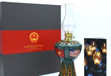 Qùa tặng đèn dầu bọc đồng,đền lưu niệm,đèn dầu 32cm
