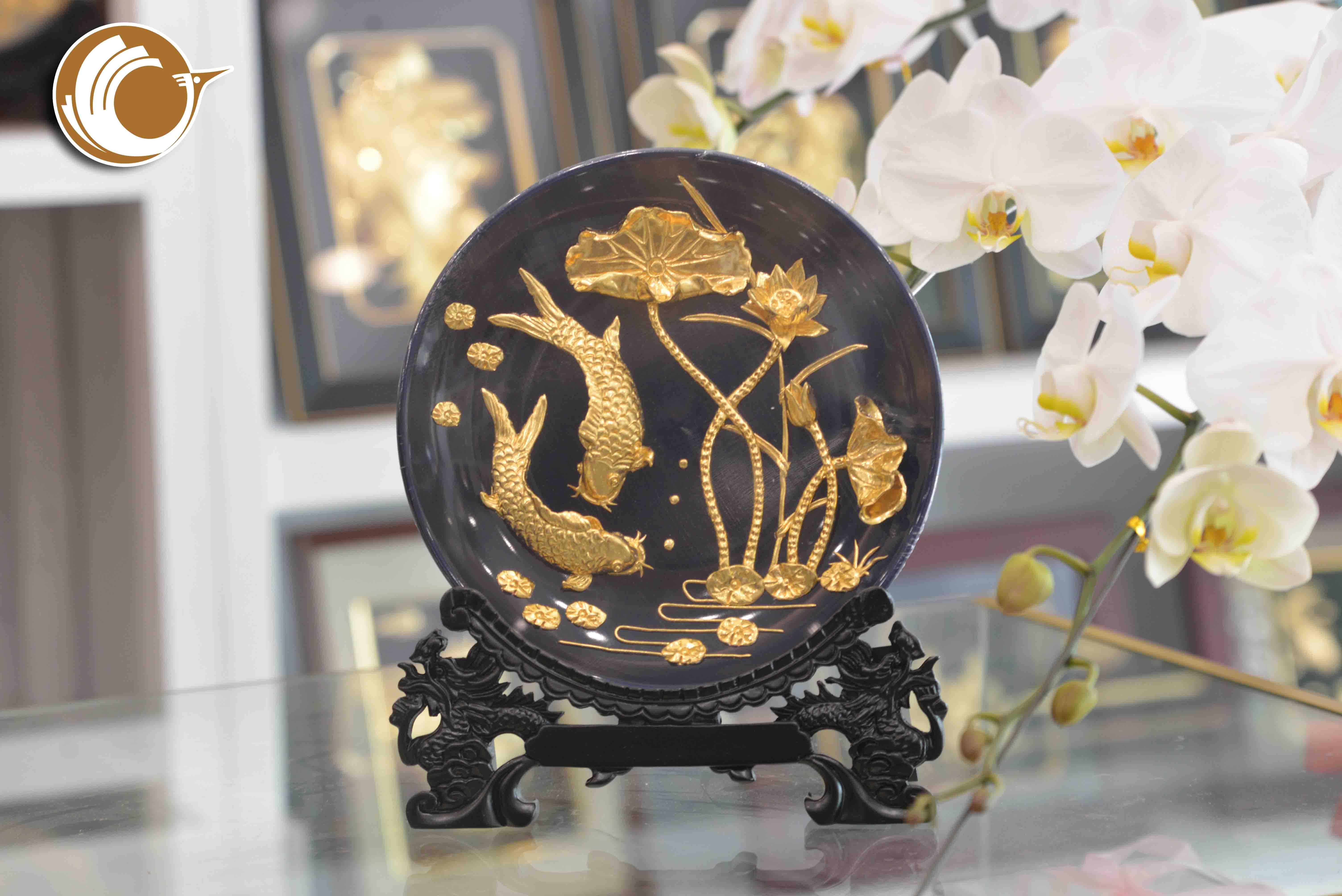 Đĩa tranh cá chép hoa sen mạ vàng 24k- quà tặng đối tác nước ngoài0