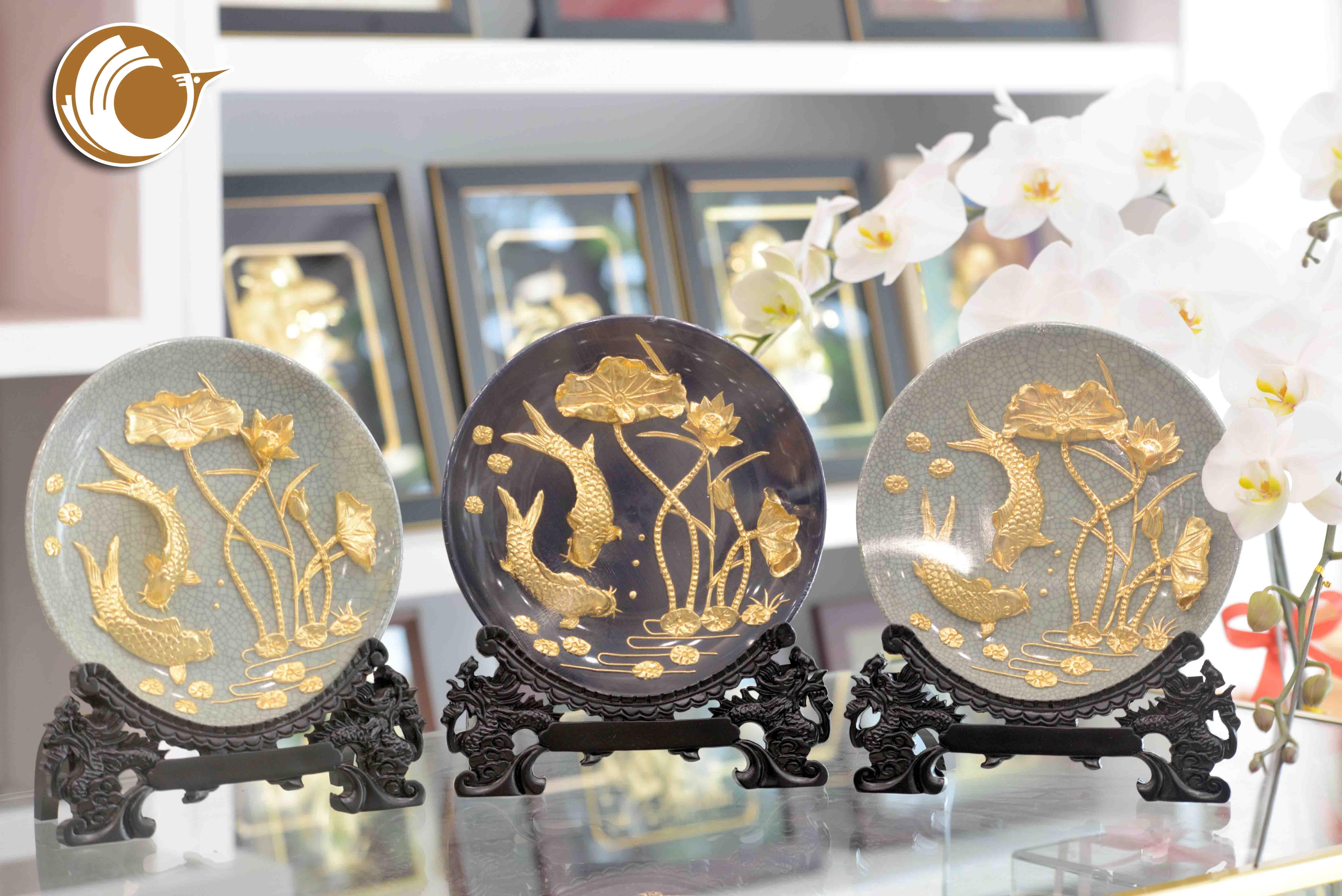 Quà tặng khách hàng cao cấp- đĩa vàng cá chép hoa sen0