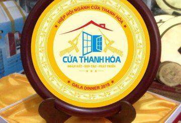 Đĩa ăn mòn khắc logo, đĩa đồng quà tặng ý nghĩa