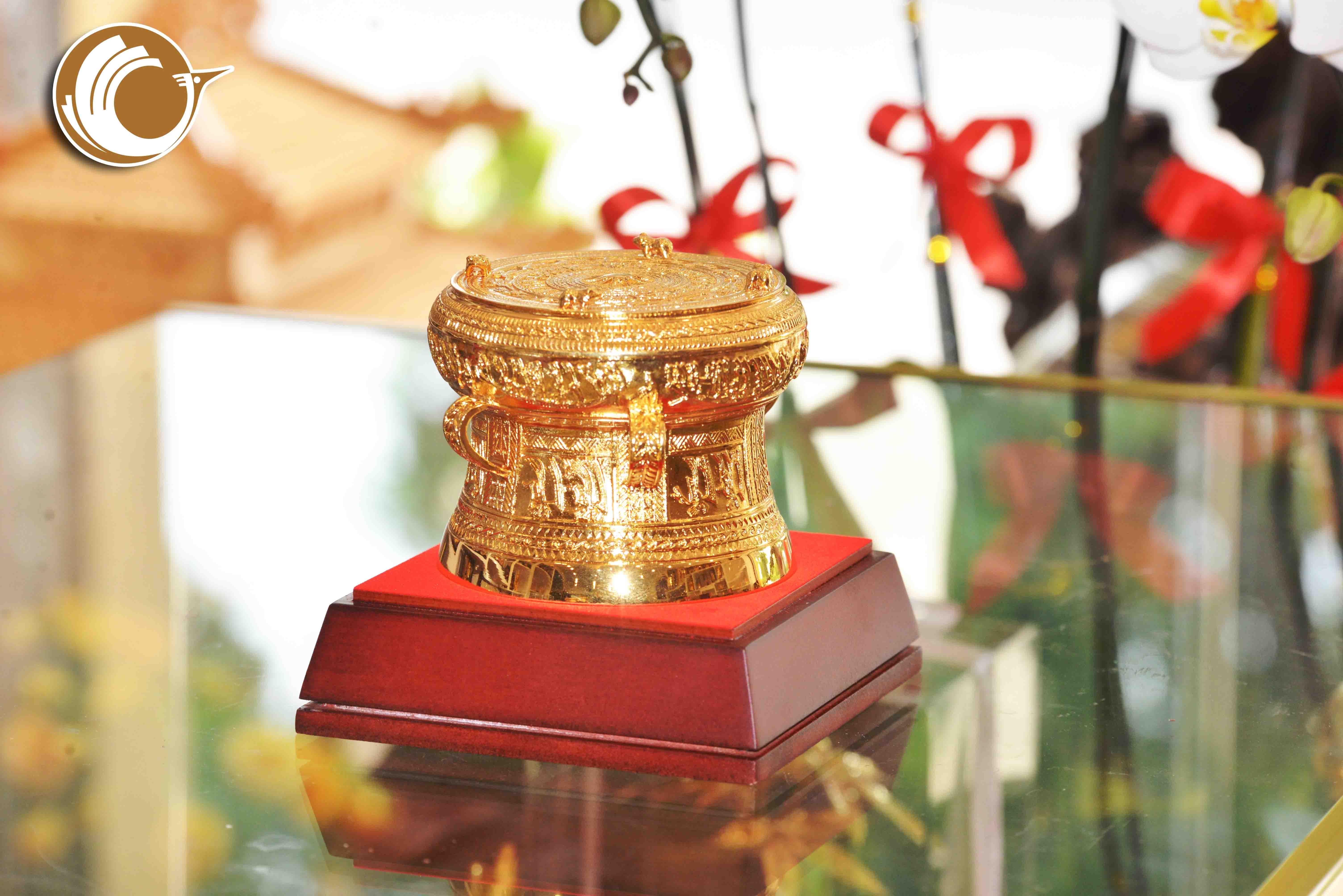 Trống đồng mạ vàng 24k đường kính 8cm0