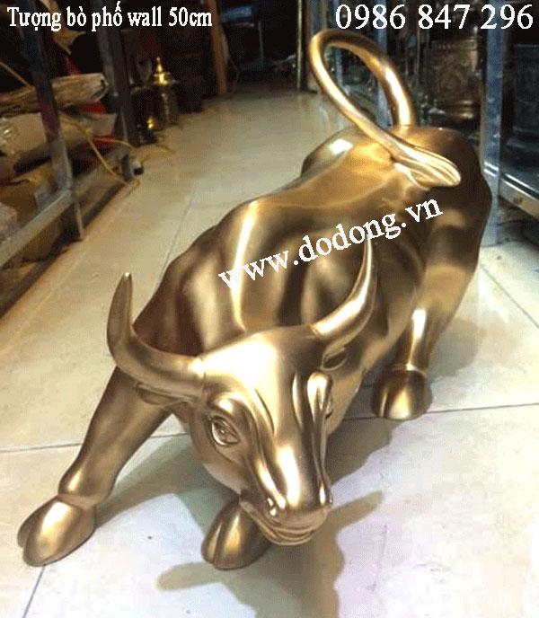 Tượng bò phố wall bằng đồng đỏ đúc nguyên khối dài 60cm,cao 25cm nặng 30kg/con