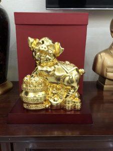 Tượng heo tài lộc bằng đồng dát vàng 20 cm