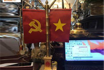 Cột cờ để bàn, cột cờ bằng đồng trang trí bàn làm việc