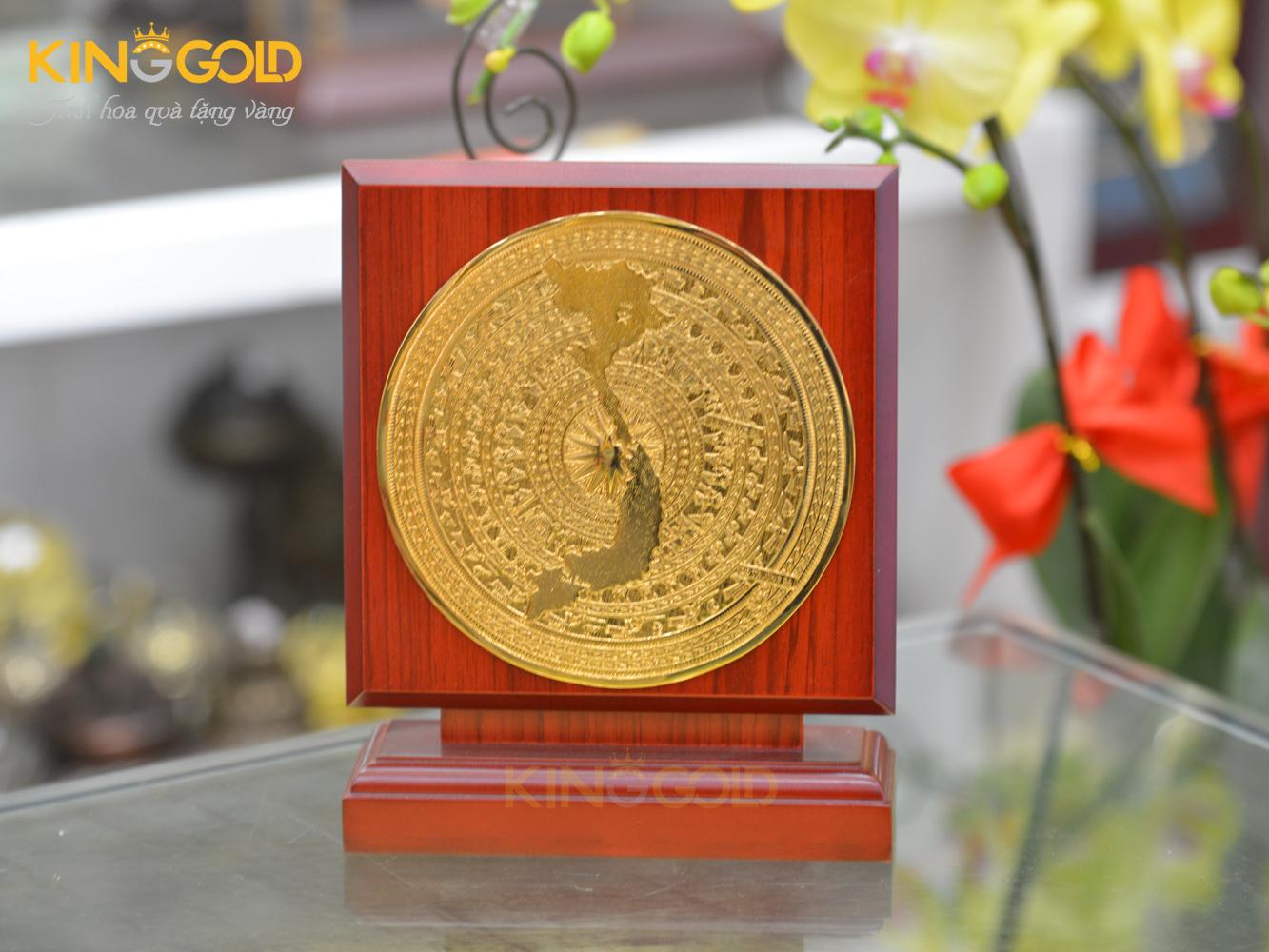 Biểu trưng mặt trống đồng hộp gỗ vuông, mạ vàng 24k sang trọng0