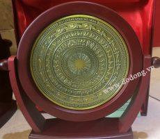 Biểu trưng xoay mặt trống đồng để bàn dk 15cm làm quà lưu niệm