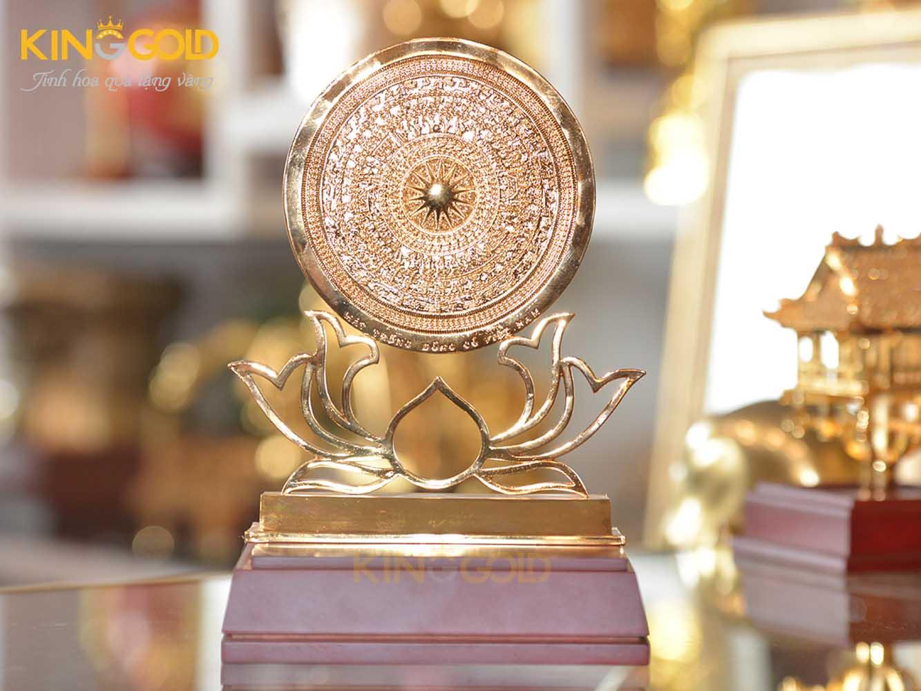 Mặt trống đồng đế hoa sen mạ vàng 24k cao cấp làm quà tặng khách nước ngoài0