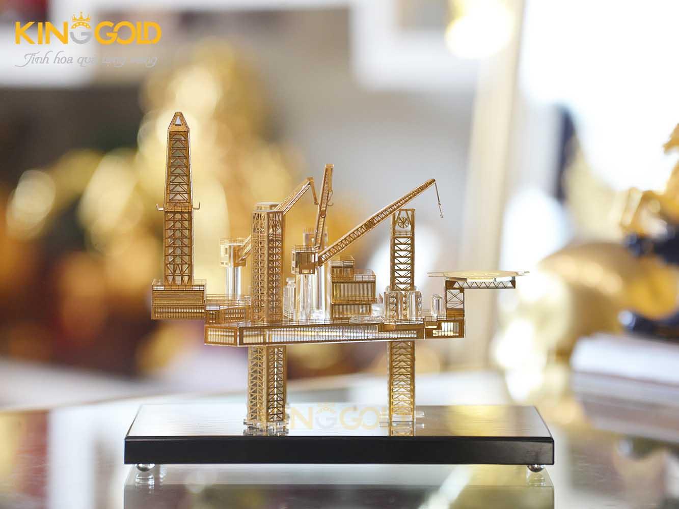 Quà tặng ngành dầu khí- mô hình giàn khoan dầu mạ vàng 24k0