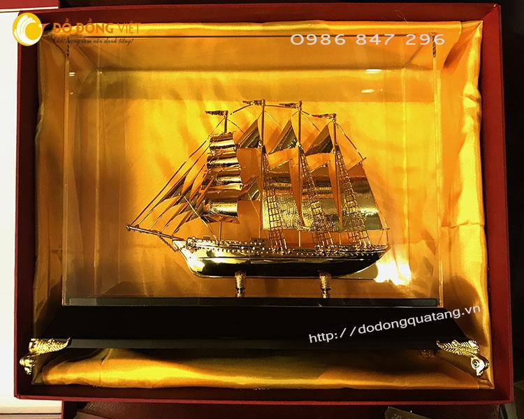 Qùa tặng tàu chiến mạ vàng sang trọng và đẳng cấp nhất hiện nay