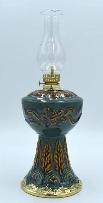Họa tiết trên thân đèn đơn giản mà tinh tế bởi các nghệ nhân