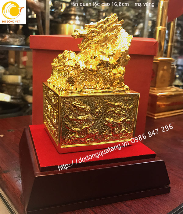 Ân rồng mạ vàng được nhiều doanh nhân,doanh nghiệp dùng để bàn làm việc ý nghĩa