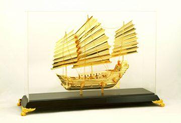 Thuyền buồm mạ vàng 24k, quà tặng doanh nhân mạ vàng