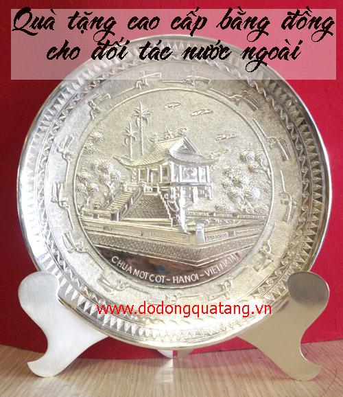 Chọn quà tặng cao cấp bằng đồng cho đối tác nước ngoài
