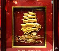 Tranh con thuyền dát vàng ngân hàng bidv