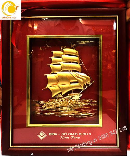 Tranh con thuyền dát vàng ngân hàng bidv0