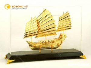 Thuyền buồm mạ vàng- vật phẩm may mắn trong sự nghiệp kinh doanh